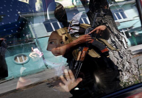 Рейд спецназа в местах проживания узбеков для выявления лиц, принимавших участие в беспорядках