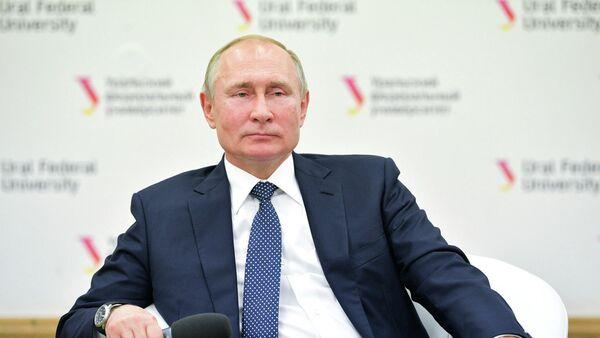 Президент РФ Владимир Путин на встрече со студентами и аспирантами во время посещения Уральского федерального университета (УрФУ) имени Б.Н.Ельцина в Екатеринбурге