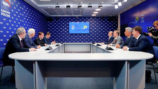 Медведев назвал ситуацию с газом на Украине абсурдной и дурацкой