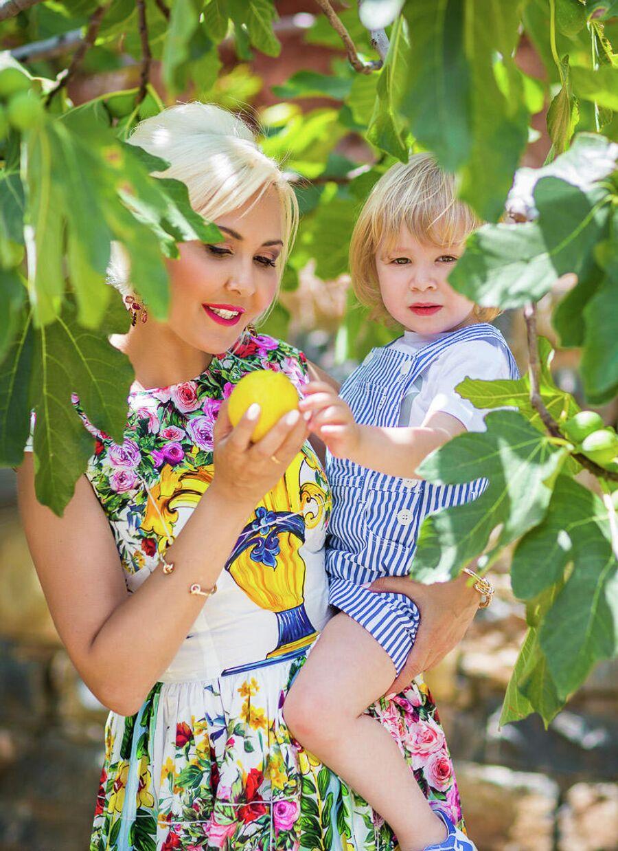 Василиса с сыном Вячеславом в Греции