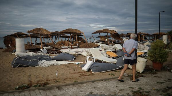 Последствия урагана на пляже в Греции. 11 июля 2019