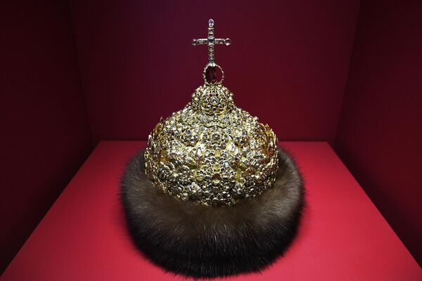 Шапка алмазная царя Ивана Алексеевича на выставке Хранители времени. Реставрация в Музеях Московского Кремля