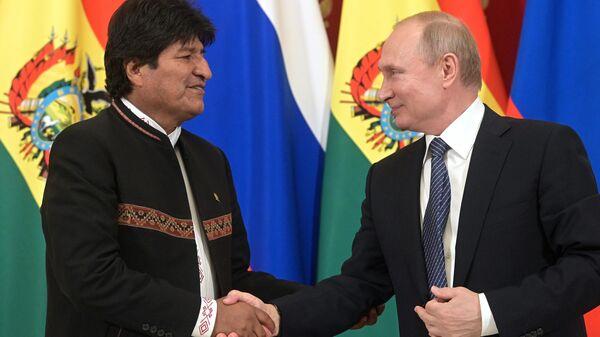 Президент РФ Владимир Путин и президент Боливии Эво Моралес на совместной пресс-конференции. 11 июля 2019