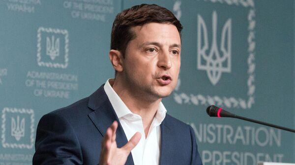 Зеленский обвинил Порошенко в нежелании завершить войну