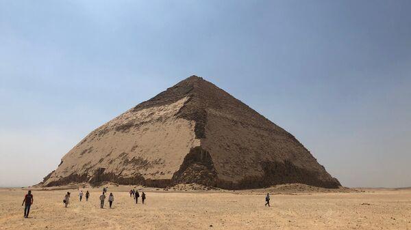 Ломаная пирамида в Дахшуре, Египет