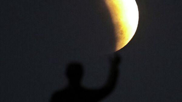 Земляне предстоящей ночью увидят самую большую Луну 2020 года