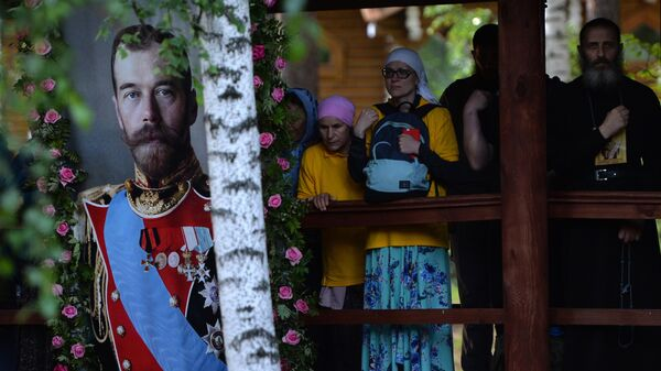 Паломники на Ганиной Яме после окончания Царского крестного хода