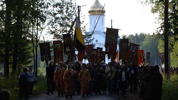 Паломники во время традиционного Царского крестного хода