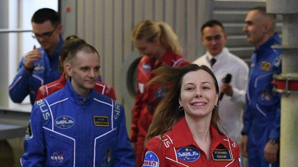 Участники эксперимента по моделированию полета на Луну SIRIUS-19 вышли из наземного экспериментального комплекса в Институте медико-биологических проблем РАН. 17 июля 2019