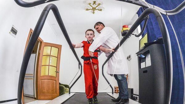 Мальчик проходит лечебную профилактику в санатории