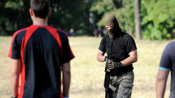 Члены националистического батальона Азов в Мариуполе