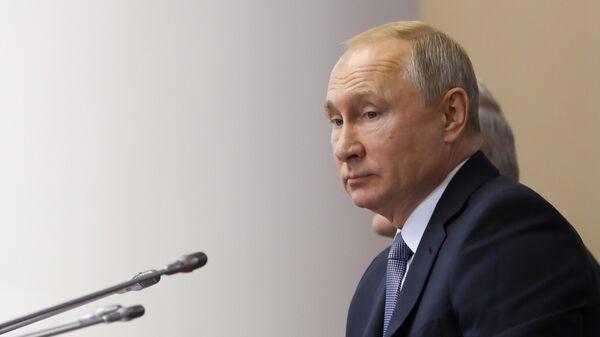 Президент РФ Владимир Путин на пленарном заседании VI Форума регионов России и Белоруссии