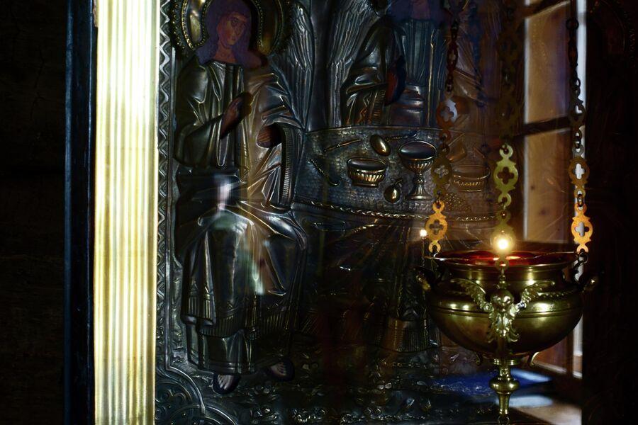 Икона в Троицком храме Трифонова Печенгского монастыря