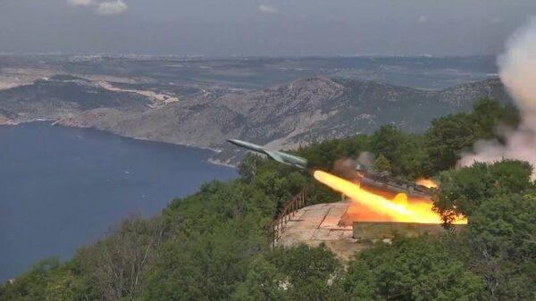 Кадры стрельб фрегата Адмирал Макаров и ракетного комплекса Утес в Черном море