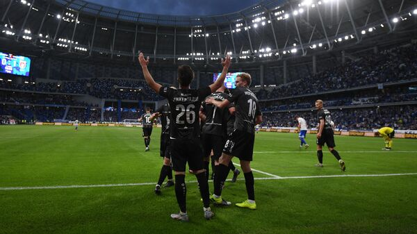Футболисты Рубина радуются забитому голу Беки Микелтадзе