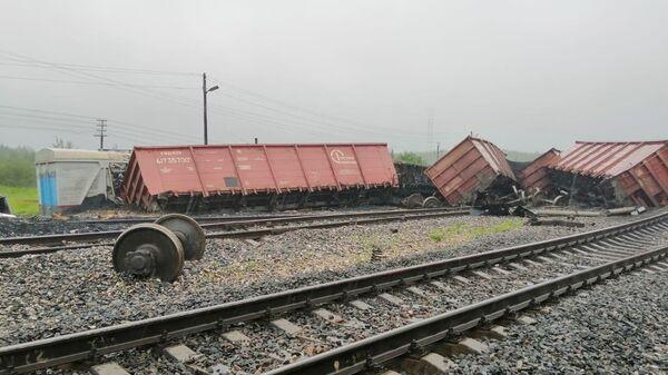 Последствия схода с рельс вагонов с углем в Сосногорском районе на станции Керки. 22 июля 2019