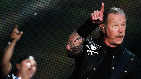 Джеймс Хетфилд во время концерта рок-группы Metallica. 21 июля 2019
