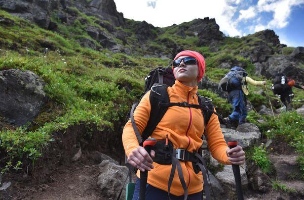 Альпинисты во время туристического похода из базового лагеря Джилы - Су в Кабардино-Балкарии