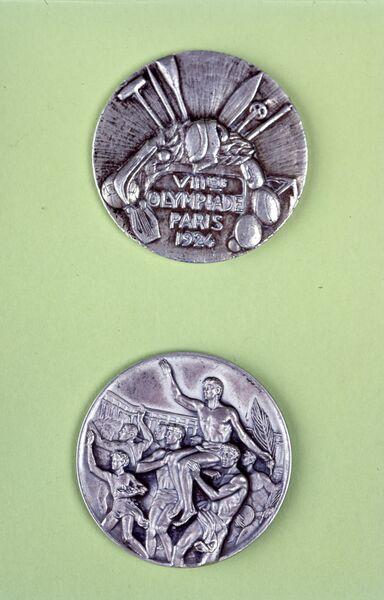 Медаль VIII летних Олимпийских игр в Париже в 1924 году.