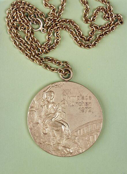 Медаль советской спортсменки Ольги Валентиновны Корбут, завоевавшей первое место в составе сборной команды СССР по спортивной гимнастике и первое место в вольных упражнениях и в упражнениях на бревне на XX летней Олимпиаде в Мюнхене в 1972 году.
