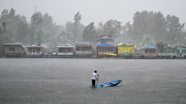 Последствия наводнения, вызванного проливными дождями, на севере Индии. 25 июля 2019