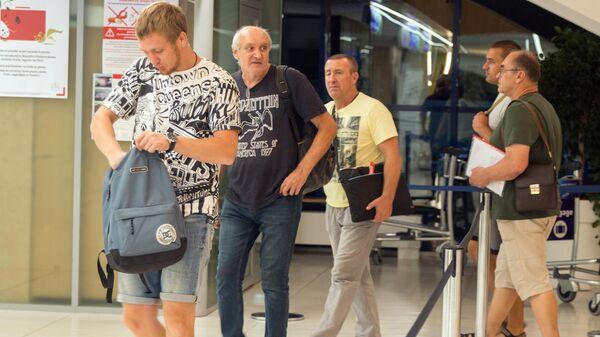 Российские моряки задержанного на Украине судна в аэропорту Кишинева