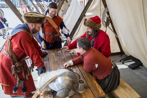 Для гостей фестиваля была открыта средневековая ярмарка с театрализованными площадками