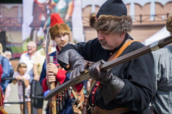 Участники фестиваля клубов военно-исторической реконструкции Кремли России
