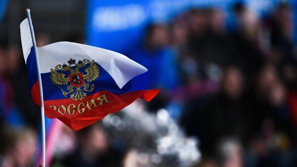 Российский флаг в руке болельщика