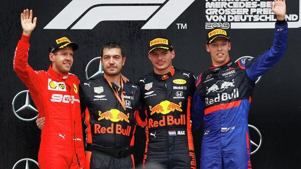 Пилоты на подиуме Гран-при Германии: Себастьян Феттель, Макс Ферстаппен и Даниил Квят