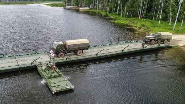 Форсирование водной преграды с помощью понтонно-мостовой переправы