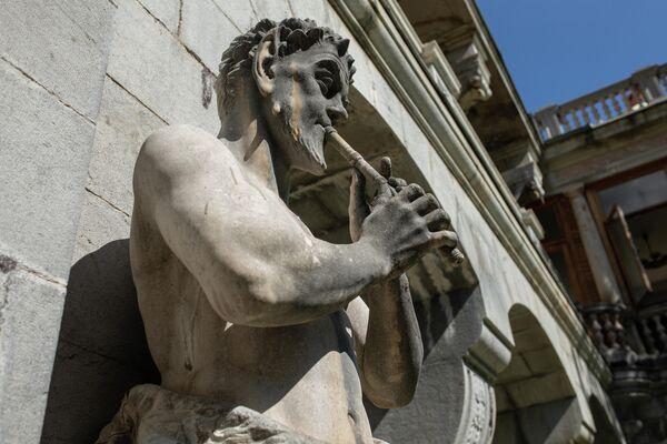 Скульптурная композиция на территории Массандровского дворца