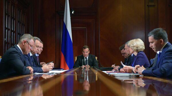 Пожары вСибири: премьер потребовал недопустить приближения огня кжилью