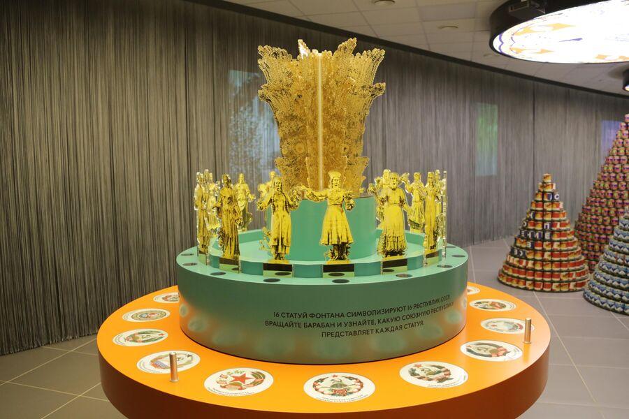 Макет фонтана Дружба народов в музее ВДНХ