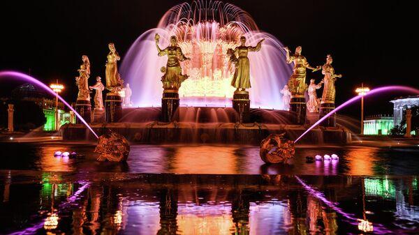 Подсветка фонтана Дружба народов в честь 80-летия ВДНХ