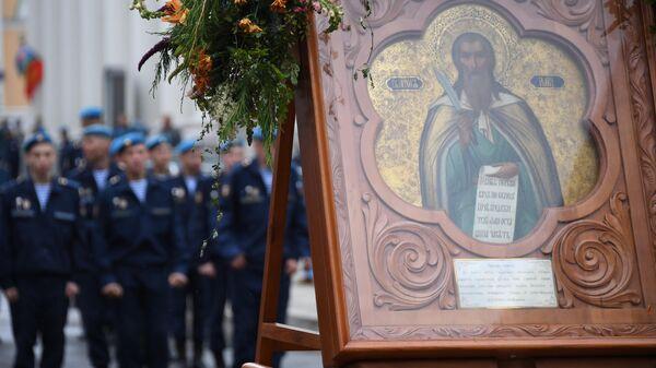 Военнослужащие во время крестного хода в честь пророка Божия Илии, проходящего в рамках праздничных мероприятий, посвященных 89-й годовщине со дня образования ВДВ, в Москве. 2 августа 2019