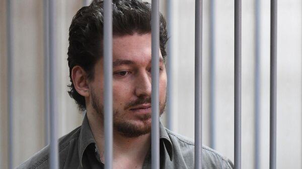 Кирилл Жуков, первый обвиняемый по уголовному делу о массовых беспорядках в центре Москвы 27 июля, во время рассмотрения ходатайства следствия об аресте в Пресненском суде Москвы. 2 августа 2019