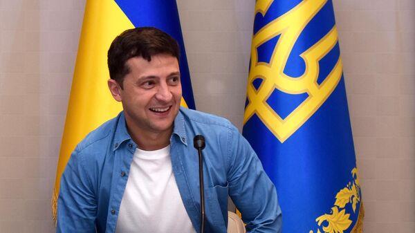 Президент Украины Владимир Зеленский во время посещения школы депутатов  партии Слуга народа в Трускавце