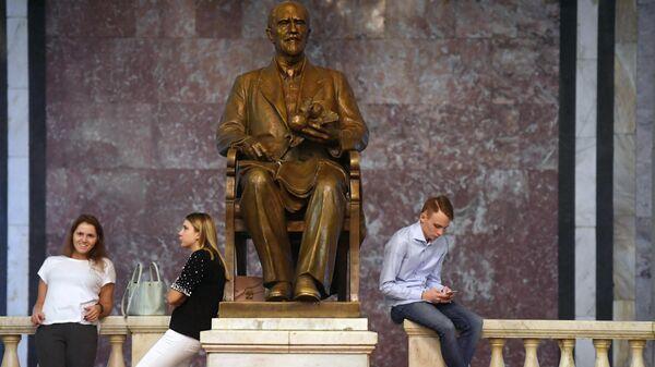 Студенты в Московском государственном университете имени М. В. Ломоносова