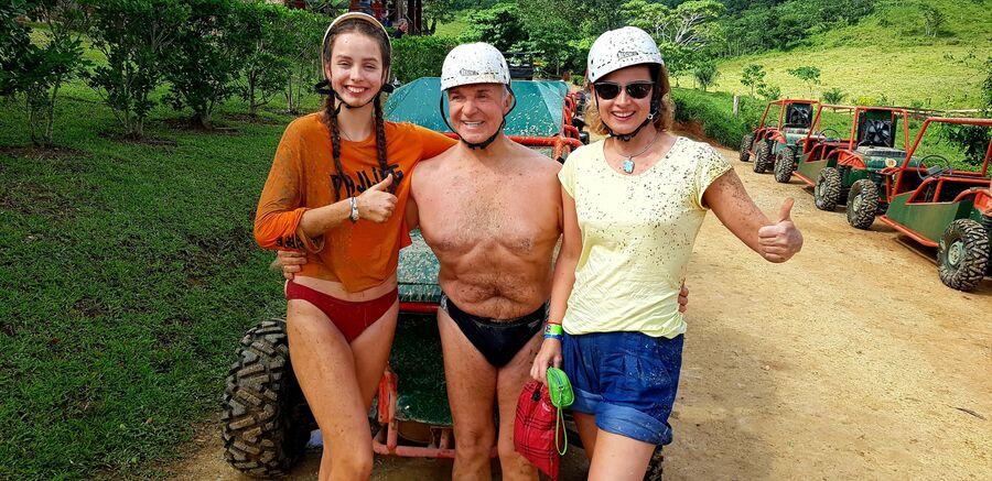 Доминикана. С супругой и дочерью после ралли в джунглях