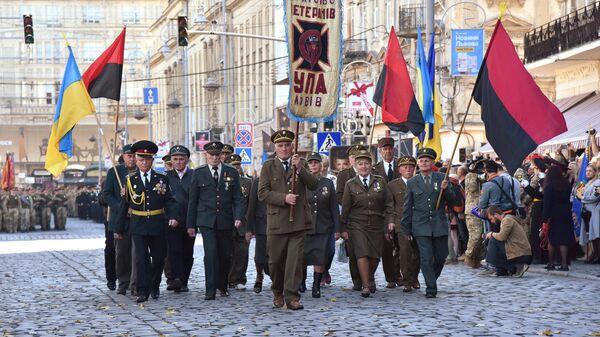 Ветераны Украинской повстанческой армии (УПА) на военном параде, приуроченном к Дню защитника Украины во Львове