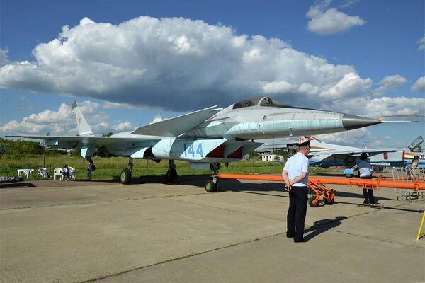 Истребитель пятого поколения МиГ-1.44