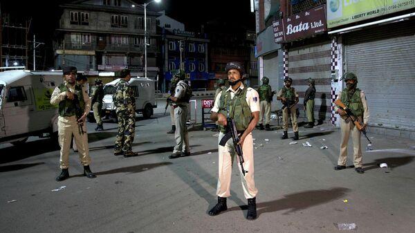Полиция: около 200-300 боевиков орудуют в индийской части Кашмира