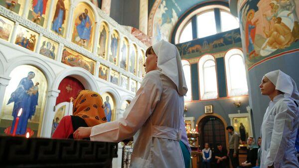 Богослужение в храме Инфекционной клинической больницы №2 Москвы