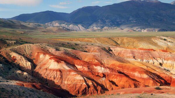 Долина Кызыл-Чин в Чуйской степи Республики Алтай