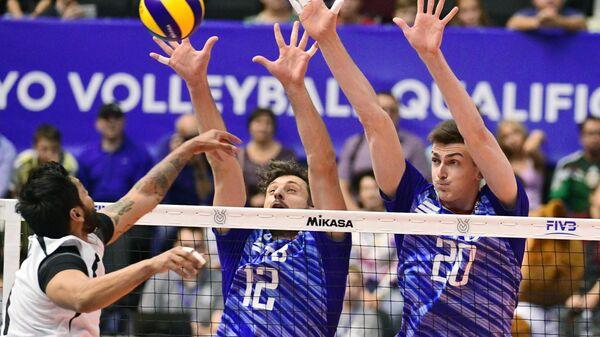 Волейболисты сборной России Александр Бутько и Ильяс Куркае