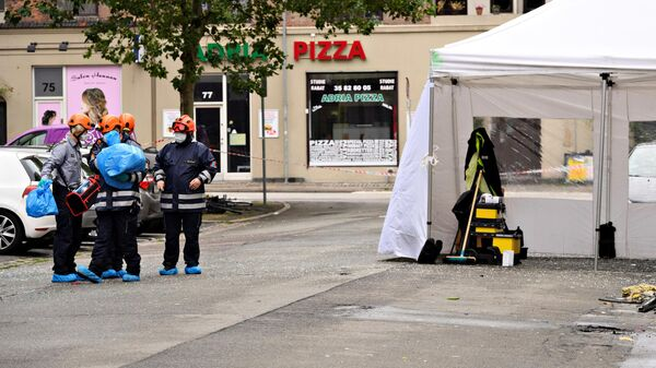 Датская полиция осматривает место происшествия возле полицейского участка на улице Хермодсгаде  в Копенгагене. 10 августа 2019