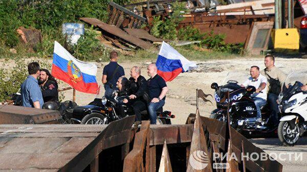 Владимир Путин приехал на организованное мотоклубом Ночные волки международное байк-шоу Тень Вавилона за рулем мотоцикла Урал. 10 августа 2019
