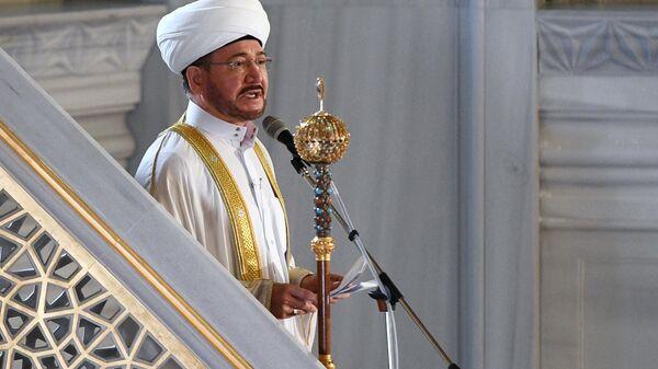 Председатель совета муфтиев России Равиль Гайнутдин на богослужении в честь праздника Курбан-Байрам в Московской соборной мечети