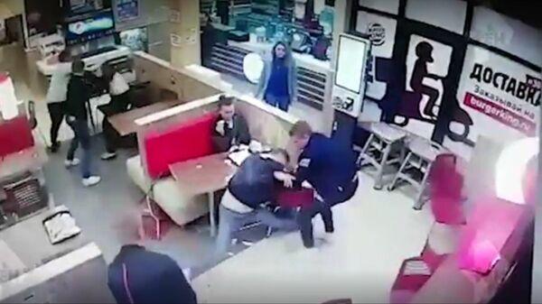 Драка со стрельбой в Бургер Кинге в Петербурге